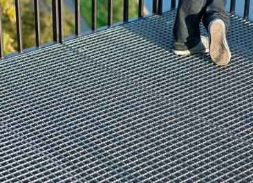 serrated steel grating platform
