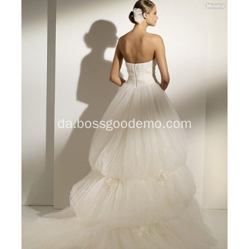 Ball Gown Scoop Neck Stropløs Chapel Train Garn Manmade Flowers Wedding Dress