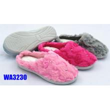 Diamante de invierno bordado felpa zapatillas al aire libre de la mujer