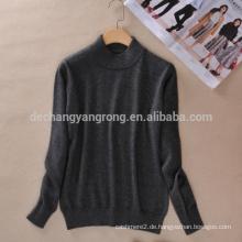 Weiblicher halber Pullover
