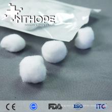 bolas descartáveis do algodão