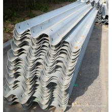 Steel Two Thire Wabes Highway Guardrail Roll formant à Dubaï