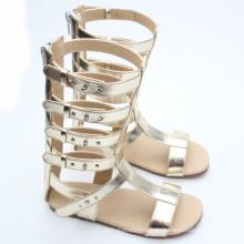La nueva llegada 2016 embroma las sandalias del gladiador de la muchacha de los niños