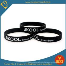 Großhandel schwarz Gummi Silikon Armband für Sport (LN-036)