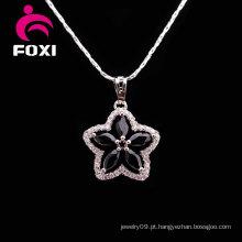 Colar de jóias de pedra preta em forma de flor