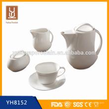 Café caliente de cerámica y tetera