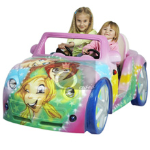 Passeio do Kiddie, carro das crianças (senhora cor-de-rosa)