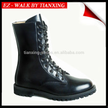Botas militares con suela de goma y cuero negro