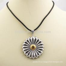 Moda dois tons metal artificial colar de pingente de flor para o presente