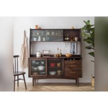 Классические деревянные витрины для хранения вещей