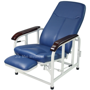 Cadeira reclinável hospitalar na enfermaria