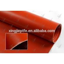 Tissu en fibre de verre pour imperméabilisation avec un tissu en fibre de verre revêtu de caoutchouc silicone