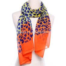 Echarpe en mousseline longue soie en polyester et imprimé léopard