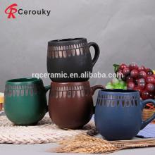 Caneca cerâmica do chá da forma do tambor do vintage