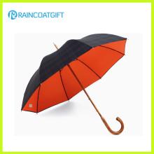 Forme el paraguas de la lluvia del diseño con la manija de madera del gancho