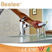Ziehen Sie Spray-einzelne Handgriff-Quadrat-Küchen-Hahn-Badezimmer-Wasser-Hahn Q13004 heraus