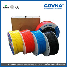 Tubo de plástico con diferentes colores