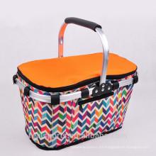 Cestas de picnic aisladas de la tela del bolso más fresco con la cesta plegable de la comida campestre de las manijas