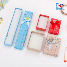 Chine bon marché boîtes-cadeaux décoratives de boîte-cadeau de bijoux de carton en gros fournisseur