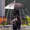 Garçon et fille de bronze sous la fontaine de parapluie VBF-021S
