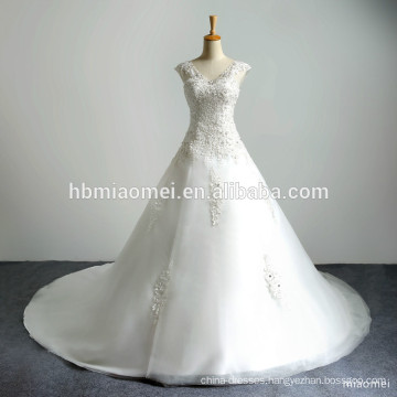 Sweatheart Deep V Neck Emboridery Lace Appliqued Long Tail Dress Beaded Puffy Ball Gown Long Train Luxury Wedding Dress