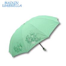 Tamanho grande da armação de aço do ODM do OEM Logotipo feito sob encomenda de 28 polegadas Guarda-chuva do verde da proteção de Sun da mão da dobra 3 com o revestimento de prata para mulheres