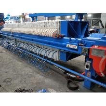 Máquina com sistema de filtração por prensa para tratamento de água residual