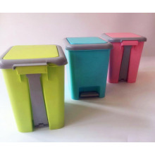 Plastic garbage can with lid