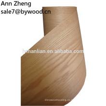 Se solicitó un revestimiento de madera de roble de color rojo caracol para pared