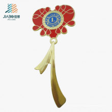 Pin de solapa de la flor del logotipo del regalo de la promoción de la fuente de China en artesanías del metal