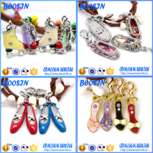 Colgante cristalino del encanto del zapato de la aleación del metal del diamante artificial para la fabricación de la joyería