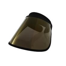 Sombrero para exteriores con visera dorada