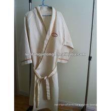 100% cotton white men's waffle bathrobe for hotel