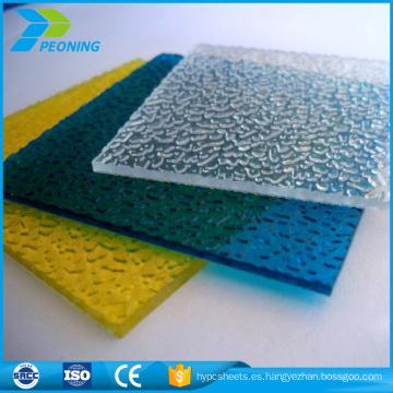 hoja de policarbonato en relieve coloreada
