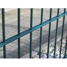GM Anping fábrica de bajo precio en polvo cubierto de metal Twin Esgrima de malla de alambre