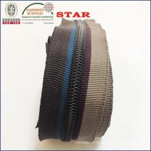 Cadena larga de la cinta del color de nylon (# 8)