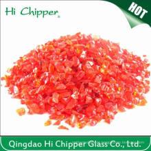 Lascas de vidro vermelho claro esmagado