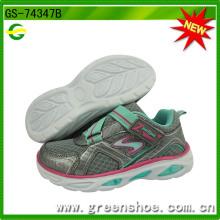 Chaussures de course sport pour enfants nouvellement arrivées avec lumière LED (GS-74347)