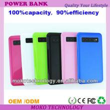 colorido banco de energía móvil con diferente capacidad