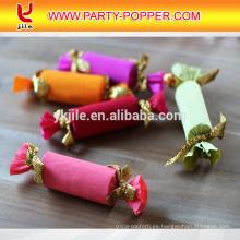 Confeti de caramelo con novela de papel colorido confeti