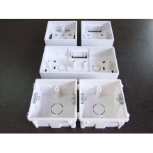 Uso da caixa de distribuição no quadro de distribuição de luz (Yt-10-06)