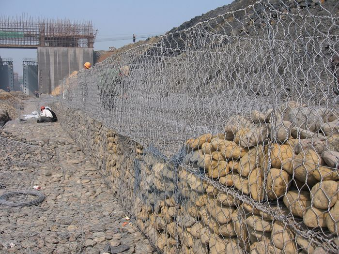 pl253657-hot_dip_galvanized_gabion_box_coated_on_the_galvanized_galfan_wire_for_bridge_protection