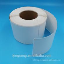 Etiqueta engomada de papel termal autoadhesiva en blanco en el rollo