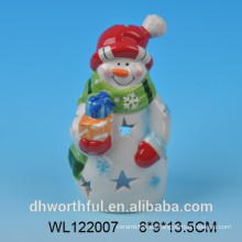 2016 estatuilla de muñeco de nieve de cerámica pintada a mano