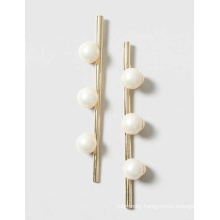 Elegant Metal Bar and Pearl Earring
