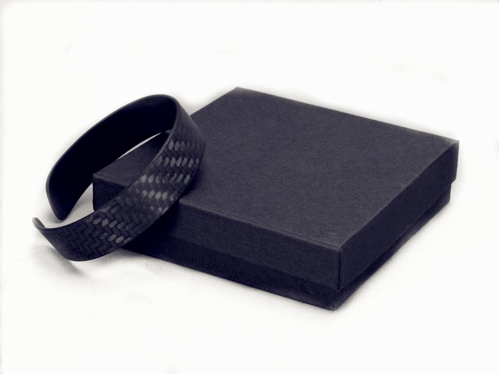 carbon-fiber-bracelet