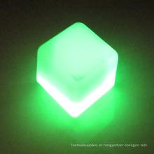 cubo de gelo iluminado flash conduzido