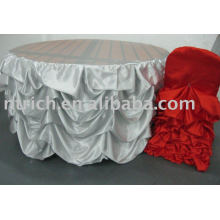 Wunderschöne gekräuselte Tischdecke