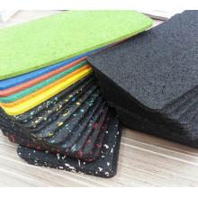 Le fabricant de plancher en caoutchouc professionnel bon marché de tuile pour le gymnase d'intérieur / extérieur / club de forme physique