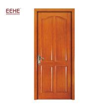 Входная дверь с отделкой из дерева